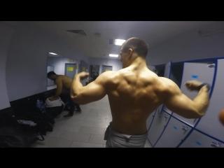 20 лет, 83 кг, в натурашку. (Илья Куркин)