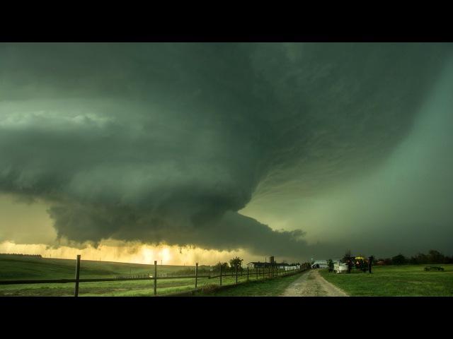 WICKED UFO SUPERCELL Tornadoes Intense Lightning Mammatus