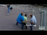 Полицейский посреди улицы пытался похитить ребенка
