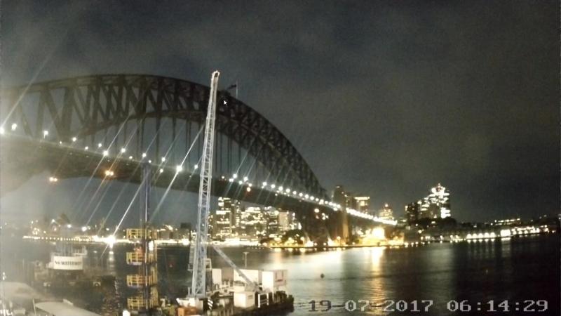 Почему на одной из веб камер Австралии не мигает сигнальный огонь на мосту..Запись_2017_07_18_23_11_26_344