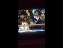 Шахрукх Кхан и АбРам на стадионе во время крикетного матча Раджкот Гуджарат