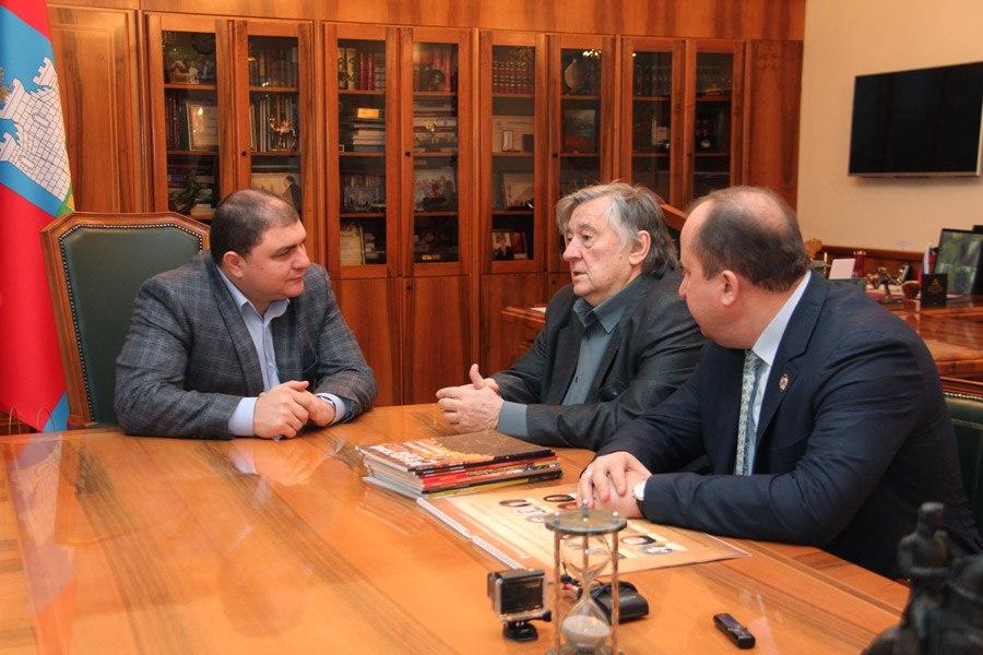 Проханов попросил Потомского поставить в Орле памятник Сталину