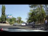 Не понятный случай сегодня произошёл на одной из улиц, сотрудник ДПС останавливает авто или скутер