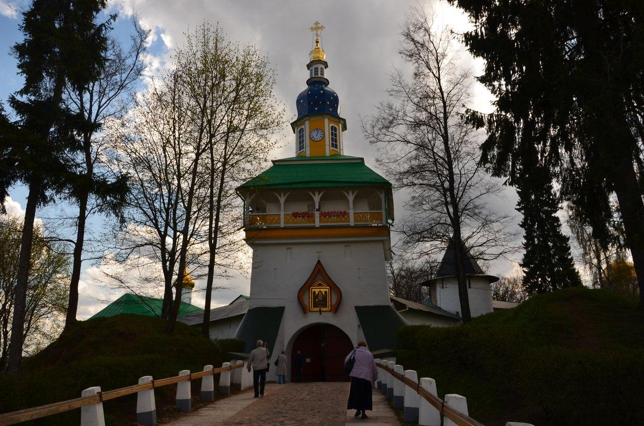 GXfXispTY3Q Печоры и Псково-Печерский монастырь.