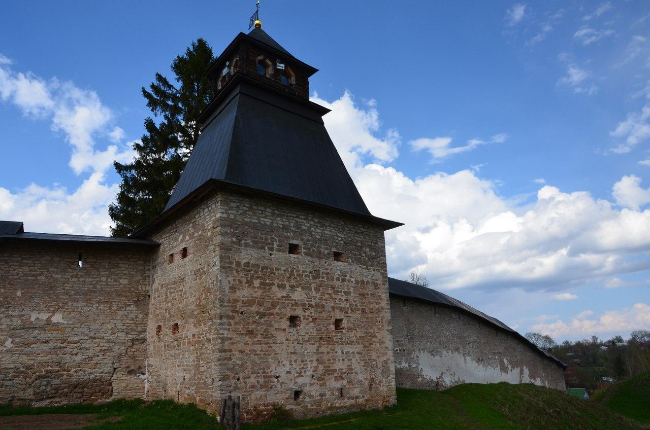 I1hfeKsvoUU Печоры и Псково-Печерский монастырь.
