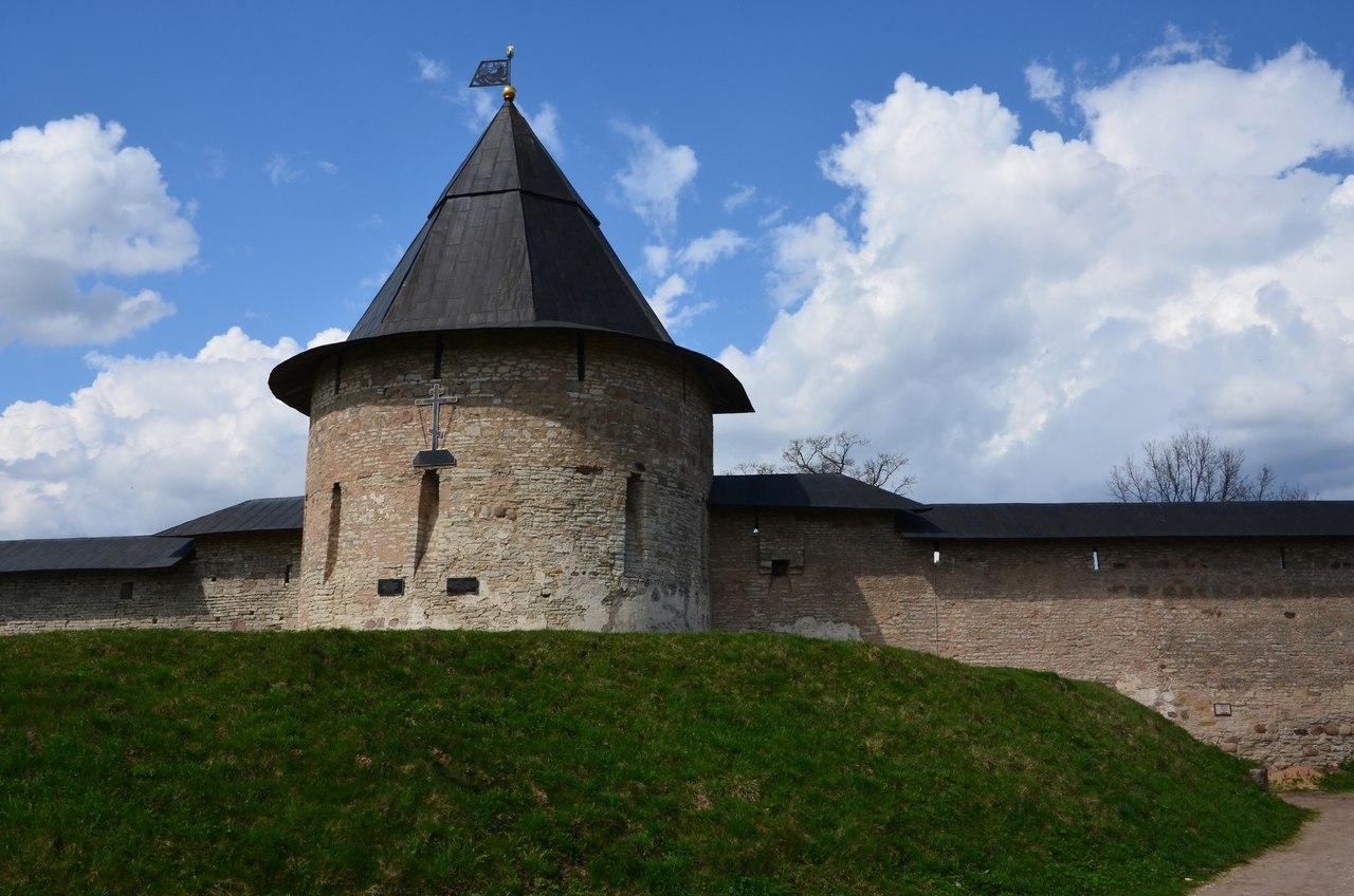 ss0jBvBhDU0 Печоры и Псково-Печерский монастырь.