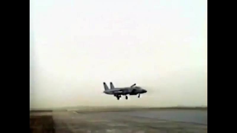 Палубный истребитель вертикального взлёт и посадки Як-141.