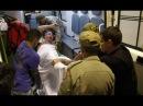 Garotinho se debatendo na maca na saida do hospital para o Presidio de Bangu