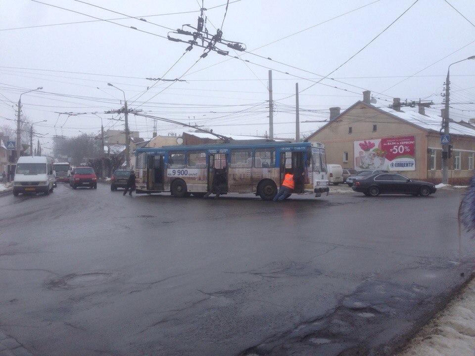 Ще один тролейбус у Чернівцях — несправний (ФОТО)
