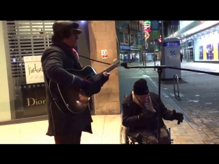 Homeless man joins busker for spontaneous New Years Eve street jam, the result is incredible