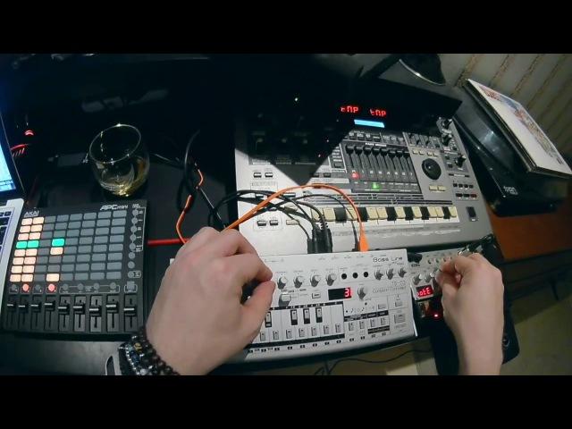 Ilya Orange - Weekend Bedroom Jam (Ableton Live, Roland MC-505, Roland TB-03, Korg Volca Bass etc)
