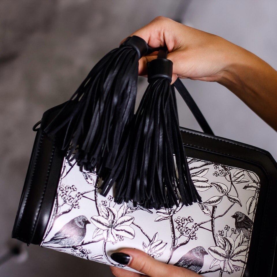 Маленькая но вместительная сумочка из магазина MUSAA