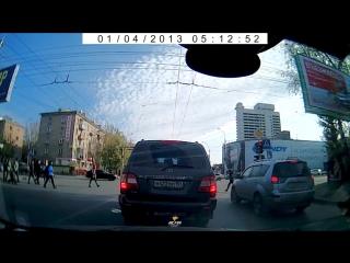 Мужчины подрались на проезжей части на улице Ватутина