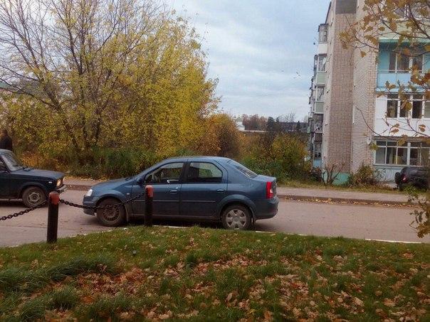 ПРОШУ АНОН . Дамочка в который раз уже так паркуется для кого рядом ст