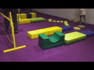 Способ обучения техники ударов справа и слева.Ритм тенниса, баланс, равновесие, меткость у детей 3 лет по программеTENNIS 2x5