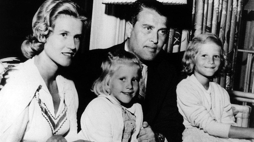 Вернер фон Браун. Отец американской космонавтики, а также конструктор немецких Фау. США, 1950-е.