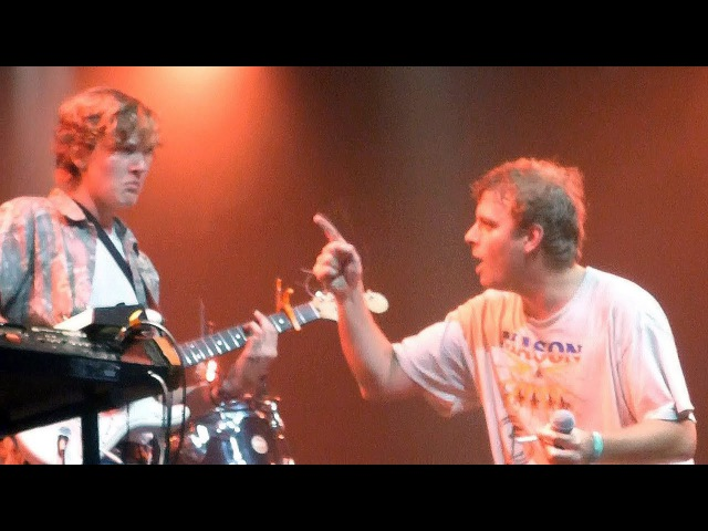 Mac DeMarco PLAYS FREAKING OUT THE NEIGBOURHOOD and lets audience member Thijs play guitar