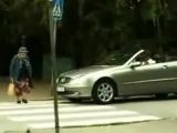 Бабушка переходит дорогу)