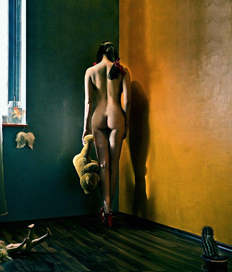 Sexy girl naked on hidden camera