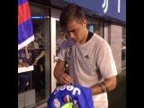 Дибала раздает автографы!