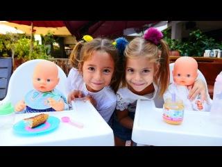 Видео для девочек ИГРЫ В КУКЛЫ Дочки-Матери: девочки в кафе с малышами!
