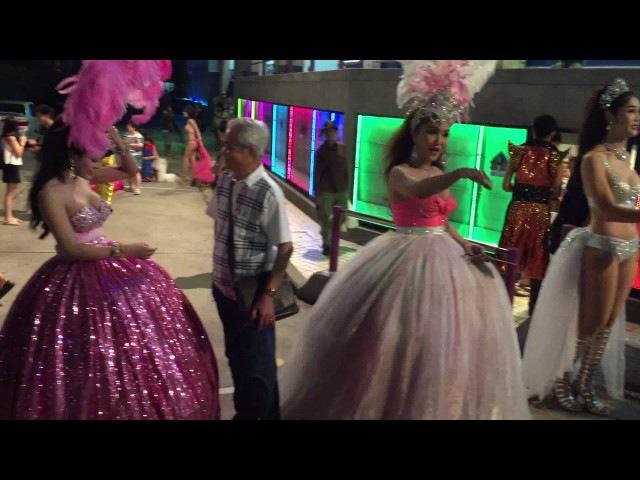 Трансы в Тайланде из шоу Альказар в Паттайе.