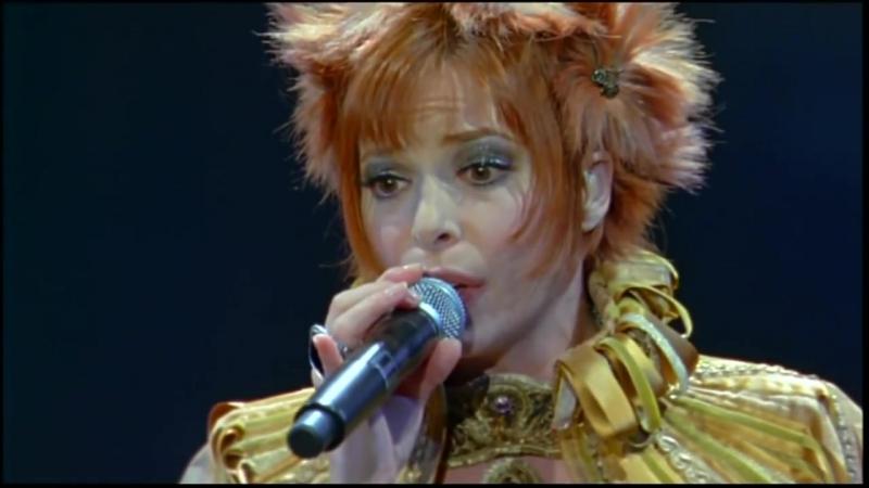 Mylène Farmer - Dans les rues de Londres (Live the Avant que l'ombre… à Bercy Tour, 2006)
