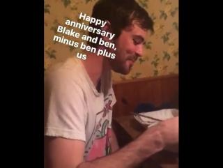 Dakota comemorando um ano do casamento do Blake. (Via addison.timlin IG story).