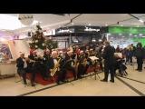 Запорожский Муниципальный эстрадно-духовой оркестр под руководством Богдана Сапожникова.