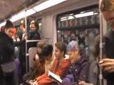 Заразительный смех в метро