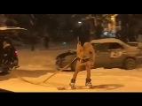 В плавках на сноуборде по центру Сочи