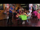 Violetta - Momento musical׃  Angie y las chicas cantan ¨Veo Veo¨