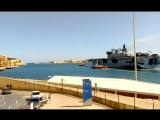 Мальта. Флагман Королевского ВМФ вертолётоносец HMS OCEAN L12 с орудийным салютом покинул порт Валлетта. 13.03.2013.