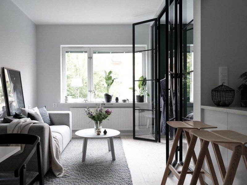 Скандинавский интерьер квартиры-студии 37 м с выделенной спальней.