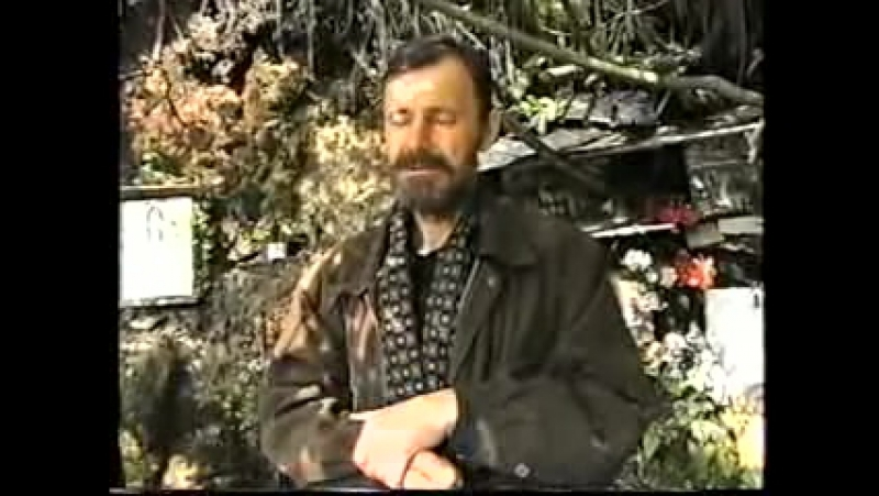 Сектант Владимир Сазонов из Кисловодска раздает воду,говоря что в ней кровь с Голгофы