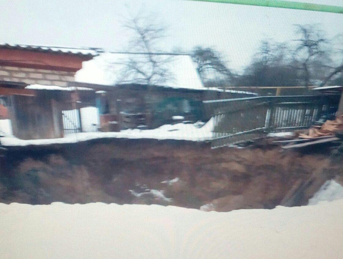 ВБрянской области под землю провалилась баня