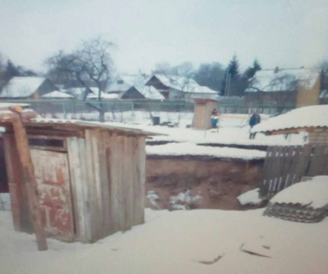 Вбрянском поселке Вышкове впровал рухнули баня, сарай ипогреб