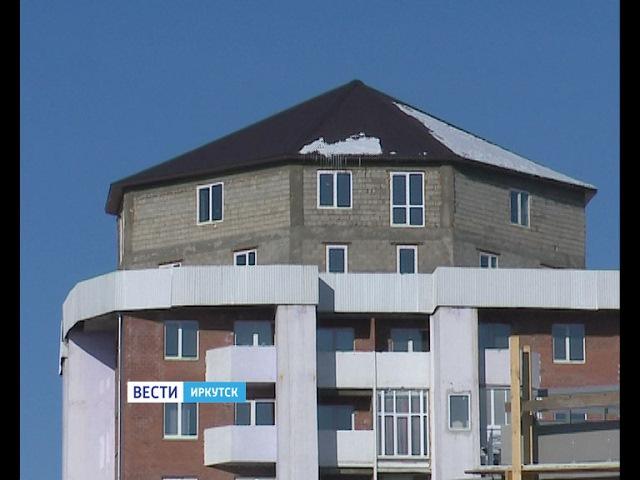 На крышах многоэтажек в Иркутске появляются ротонды, «шайбы» и целые особняки, Вести-Иркутск