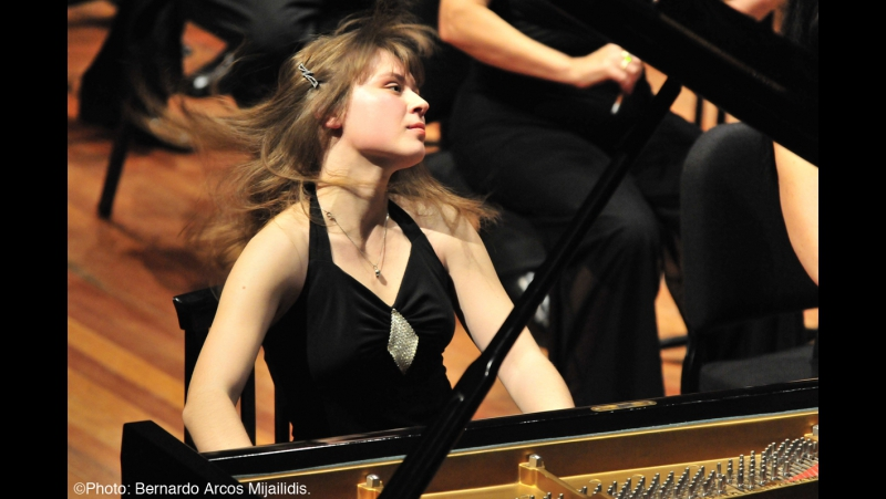 Rachmaninoff Piano Concerto no.2 op.18 - Anna Fedorova - Complete Live Concert - HD [Low, 460x360]