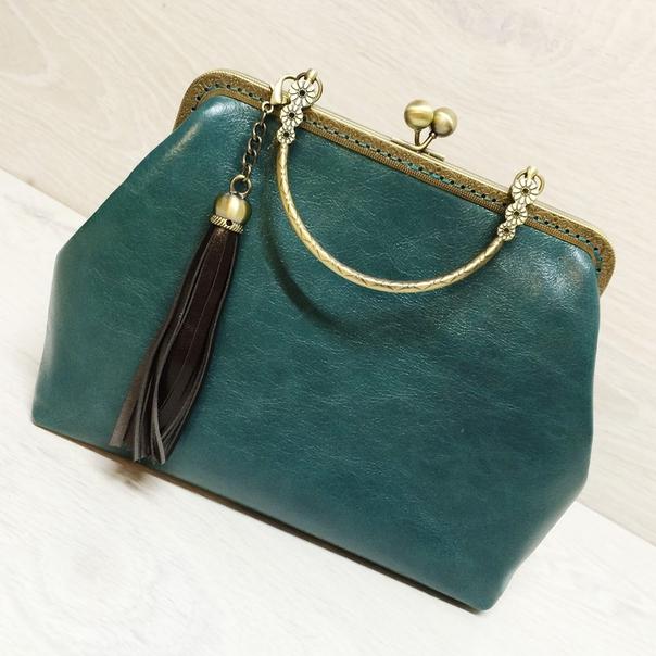 d40b48a78512 Ридикюль - сумочка маленького или среднего размера с рамочным замком, в  основном носится в руках. Используется для повседневной носки или  торжественных ...