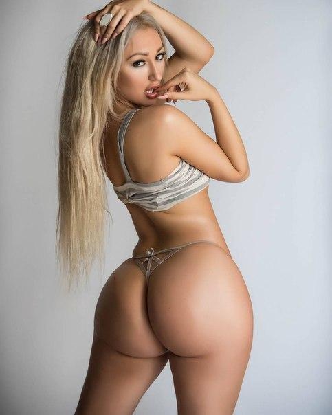 Hispanic tgirl Rafaela Aguiar jerking dong