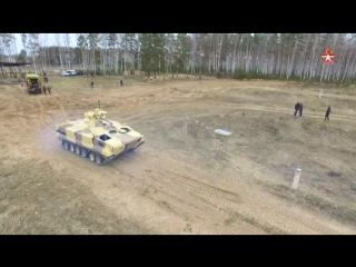 Кадры испытаний новейшего боевого робота «Вихрь»