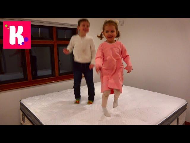 1 видео с Катя выбирает мебель для комнаты Принцессы / Рум Тур / яйца динозавров в шоколаде