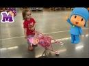 Маленькая девочка играет в куклы катает в коляске КУКЛУ БЕБИ БОРН и ПОКОЙО