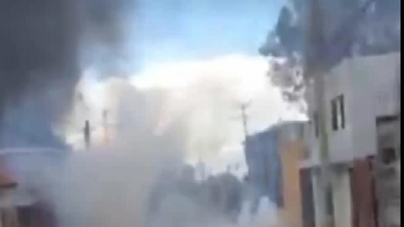 Federales continúan arrojando gases lacrimógenos a diestra y siniestra para disolver manifestaciones. Viviendas afectadas