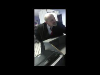 Владимир Ильич в полицейском участке