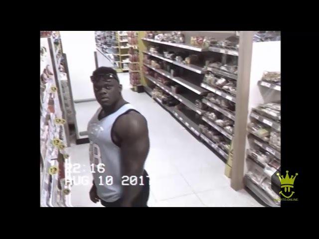 Качок увидел камеру в супермаркете и решил покрасоваться