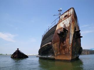 Заброшенные корабли. Списанные корабли. Заброшенные места. Брошенные корабли в ...