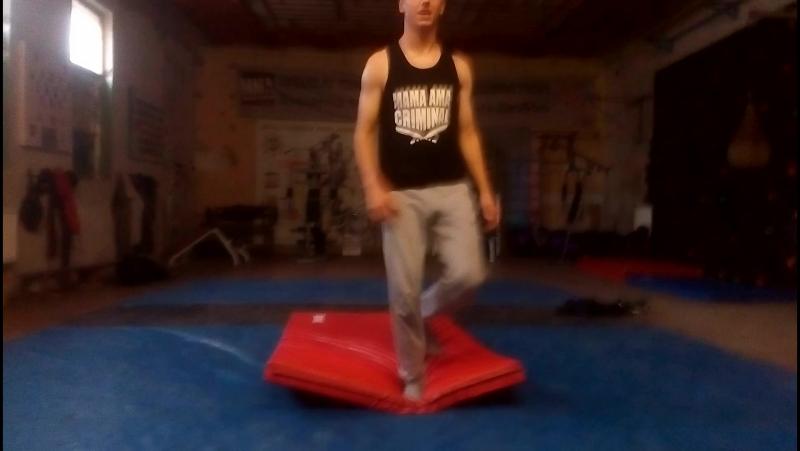 Bboy Ellay. Practice front flip