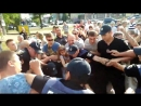 Новый патрульный Николаева наступил ногой на лицо человеку который в наручниках